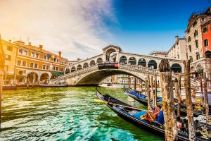 k-Grand Canal Rialto Bridge Venice iStock_000074079099_Large-2